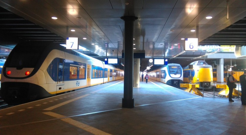 Empty platforms at Den Haag Centraal during rush hour due to a NS worker strike, 19 Jun 2017