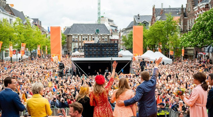 The Dutch Royals wave at the thousands gathered on Vismarkt after spending King's Day in Groningen, 27 April 2018