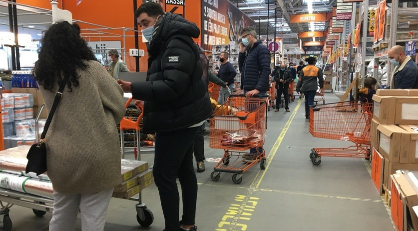Customers flocked to the Hornbach in Amsterdam Sloterdijk after a harder lockdown was announced on 14 Dec. 2020