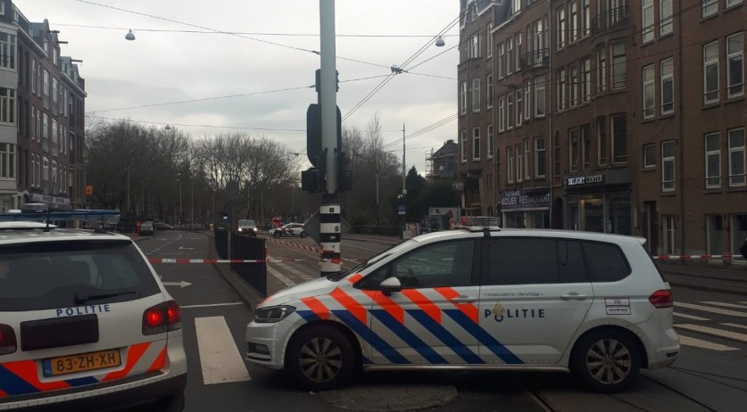 Amsterdam police cordon off Amstelveenseweg after a suspicious package was found outside kosher restaurant Ha Carmel, 15 January 2020