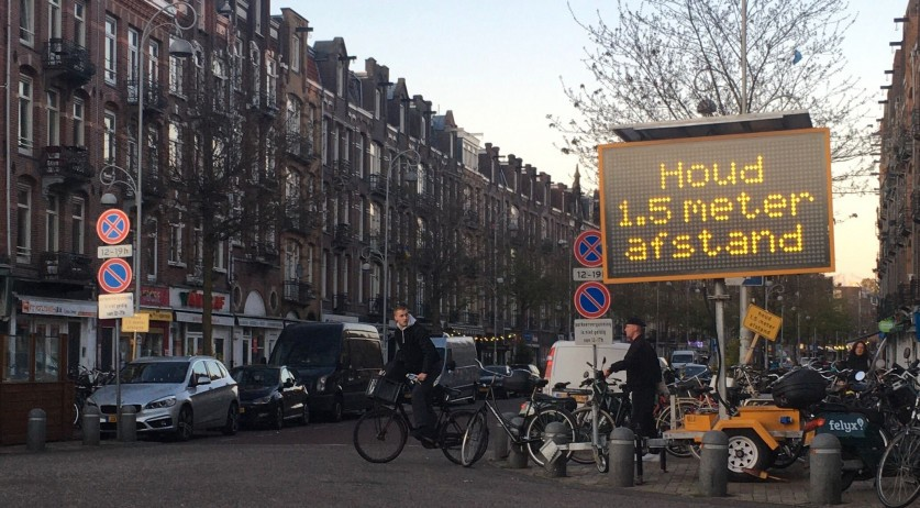 Covid-19: Sign reminding people to stay 1.5 meters apart on Javastraat in Amsterdam Oost, 15 May 2020