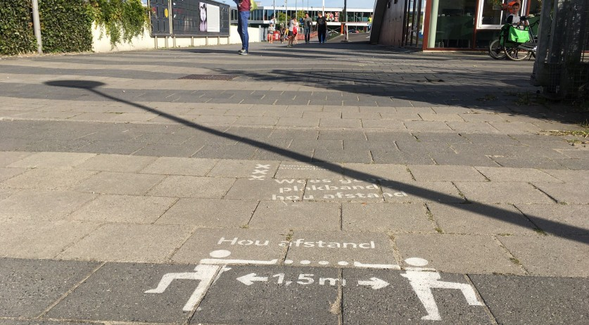 Covid-19: Reminder to stay 1.5 meters apart in Amsterdam Noord, 18 May 2020
