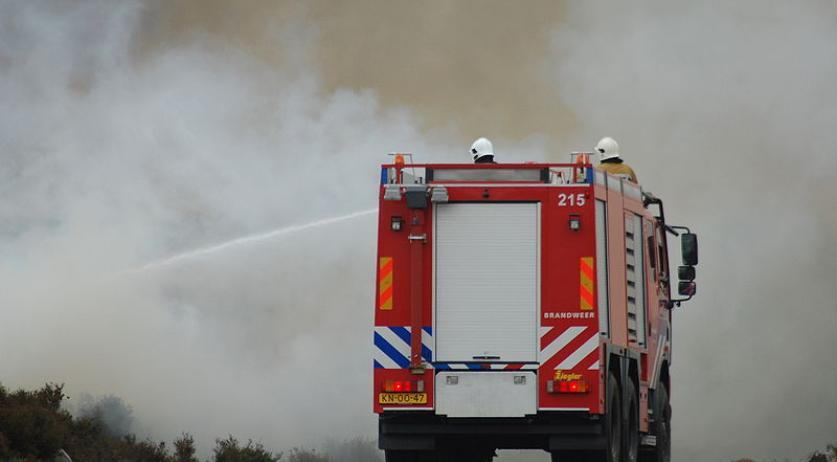 800px Dutch Firetruck in Action 1 jpg?h=7fb2964e.