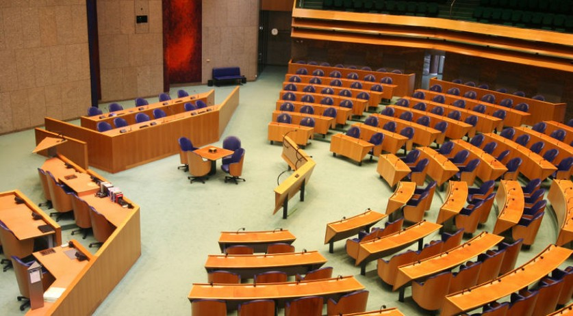 Plenary meeting hall of the Tweede Kamer, Dutch Parliament's lower house (Photo: Wikipedia/Sisyfus)