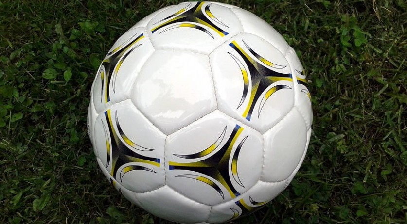 Soccer_ball_on_ground-800x575