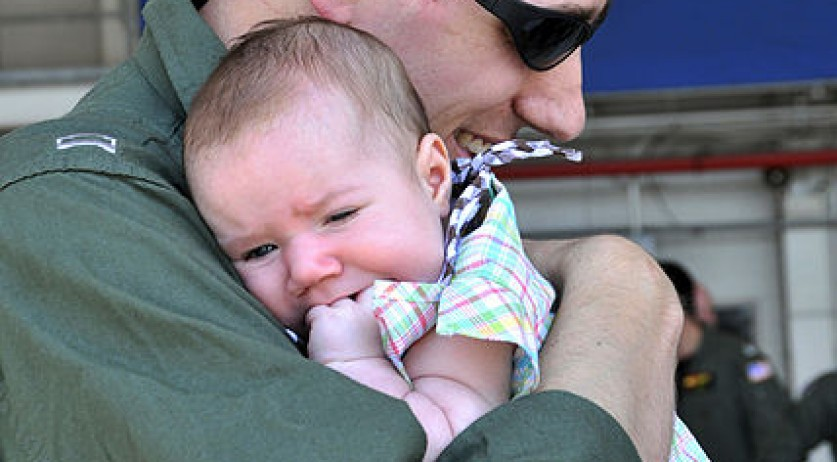 428px-US_Navy_090729-N-1924T-018_Lt._Ryan_Harris_embraces_his_newborn_daughter_during_a_homecoming_celebration_at_Naval_Air_Station_Oceana