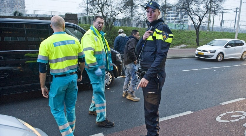 ambulancebroeders-en-agent-bij-incident