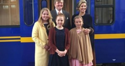 King Willem-Alexander and Queen Maxima with their daughters (left to right) Amalia, Ariane and Alexia, 27 Apr 2017