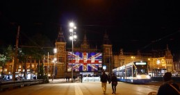 Amsterdam Centraal lit with the Union Jack to show solidarity with victims of the Manchester attack, 23 May 2017
