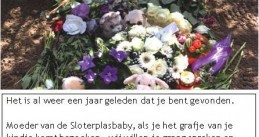 Police leave a note on the grave of a baby found dead in some bushes along the Sloterplas in June 2016, calling on the mother to come forward