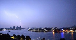 Lighting strikes in Rotterdam, 6 Jul 2017
