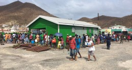 Sint Maarten residents stand in line for drinking water, 12 Sept 2017