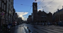 Amsterdam flag at half staff over Beurs van Berlage after Mayor Eberhard van der Laan's death, 6 Oct 2017