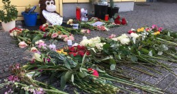 Flowers and messages left at a community center in Amsterdam's Oostelijke Eilanden where 17-year-old Mohammed Bouchikhi was killed on 26 January 2018