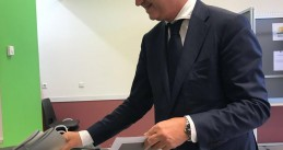 Geert Wilders casts his vote in the municipal elections in Duindorp, The Hague, 21 March 2018
