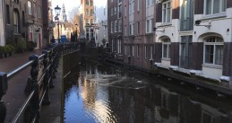 Ice nearly melted from the water along Oudezijds Kolk in Amsterdam Centrum, 5 March 2018