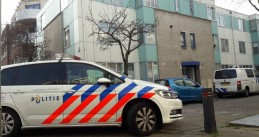 Police at an apartment building on Stationstraat in Schiedam where the body of a newborn baby was found on a second floor balcony, 7 April 2018