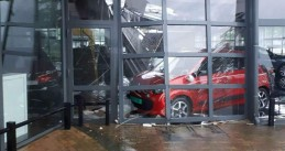 Heavy rains cause the roof of a car dealer in Assen to collapse, 13 May 2018