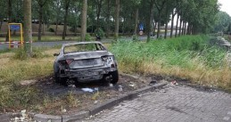 Getaway car used in attack on De Telegraaf building found burning on Noordkaperweg in Amsterdam, 27 June 2018