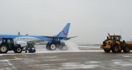 Schiphol's snow fleet clearing snow off the airport's runways, 22 Jan 2019