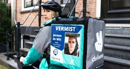Jeroen de Wit - missing person poster on a Deliveroo bag