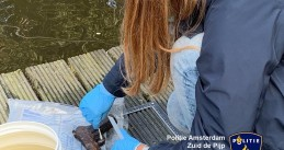 Kids found a firearm while magnet fishing on Amstelkade in Amsterdam, 17 July 2019
