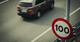 100 kilometers per hour speed limit sign