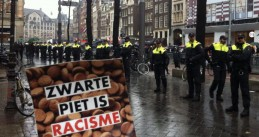 Police form a line blocking Zwarte Piet protestors in Amsterdam. Nov. 16, 2014 (tui_tues/Twitter)