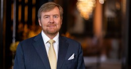 King Willem-Alexander in the Chinese Zaal of the Paleis Huis ten Bosch, from where he delivered his Christmas address. December 2020