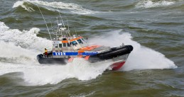 A KNRM rescue ship in a search mission for six surfers in trouble near Scheveningen. May 11, 2020