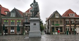 Jan Pieterszoon Coen statue by Ferdinand Leenhoff, erected in 1893 in Hoorn