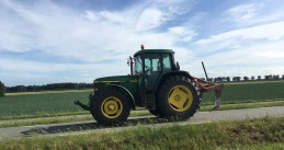 A tractor along the N307 in Dronten, Flevoland. July 3, 2020