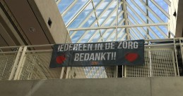 A banner hanging in Amsterdam's OLVG hospital thanking all care workers. 13 July 2020
