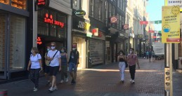People wearing masks on Nieuwendijk in Amsterdam, 5 August 2020