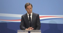 Mark Rutte answering questions from reporters. 28 August 2020