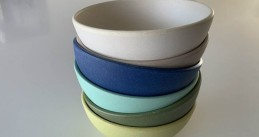 Bowls made of melamine and bamboo