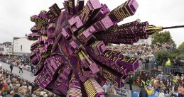 The winning float of Zundert Flower Parade 2008 titled Booming City (Source: Wikimedia/Werner Pellis)