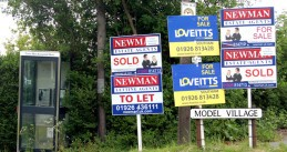 For Sale signs (Source: Wikimedia/Andy F)