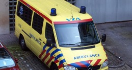799px-Mercedes_Ambulance_at_Amsterdam,_AMC_hospital