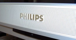 800px-Philips-logo_on_widescreen