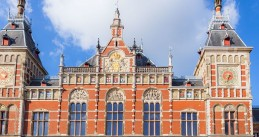 Amsterdam_Central_station,_3_August_2013