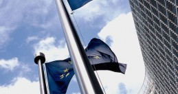 640px-European_flag_outside_the_Commission