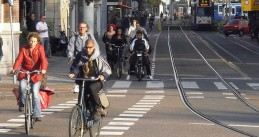 800px-Cycling_in_Amsterdam_2010-1