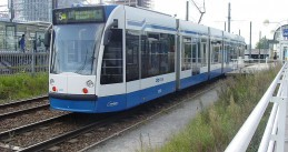 GVB_Combino_2202_(Amsterdam_tram)_on_route_5,_September_2007