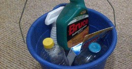 556px-Blue_bucket_with_Bruce_hardwood_floor_cleaner
