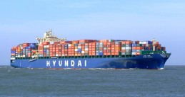 800px-Hyundai_Bangkok_p2_approaching_Port_of_Rotterdam,_Holland_19-Apr-2007