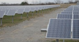 800px-Shelby_Farms_Solar_Farm_Memphis_TN_2013-02-02_011