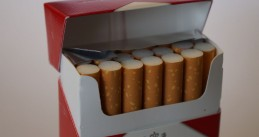 Cigarettes_in_a_cigarette_packet_(close-up)