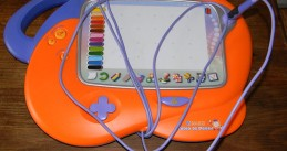 800px-Vtech_Vsmile_french_drawing_pad (1)