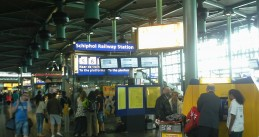 Schiphol_railway_station_entrance_via_Plaza